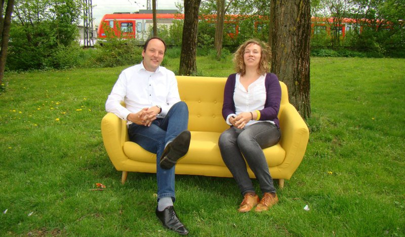Sofa Auf Der Straße Aktive Zentren Laden Zum Gespräch Auf Gelbe