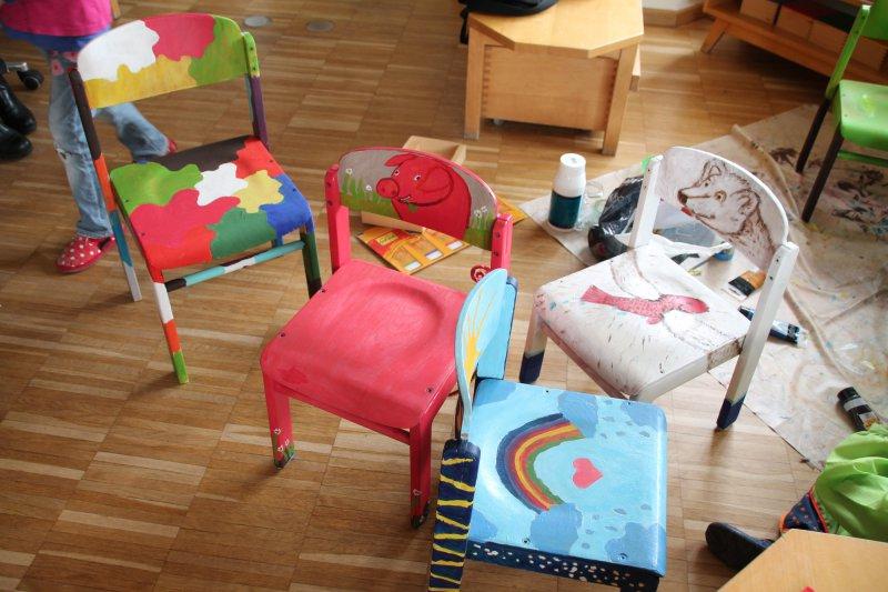 Stühle Bemalen kunst tut allen gut kleine bemalte stühle kommen im montessori