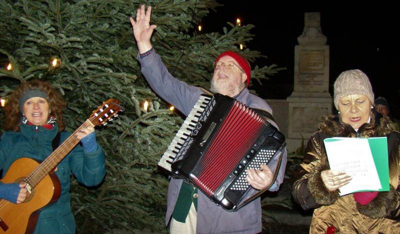 Tannenbaum Singen.Gott Grüaß Enk Leutl Singen Unterm Dorfchristbaum 18 12 2017