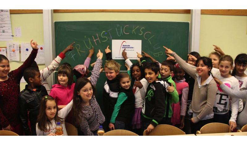 Pfingstferien Spaß Für Die Deutsche Lebensbrücke Kinder Mit Dem